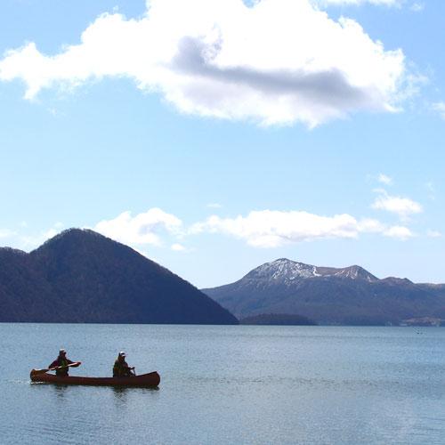 湖でカヌーを漕ぐ♪
